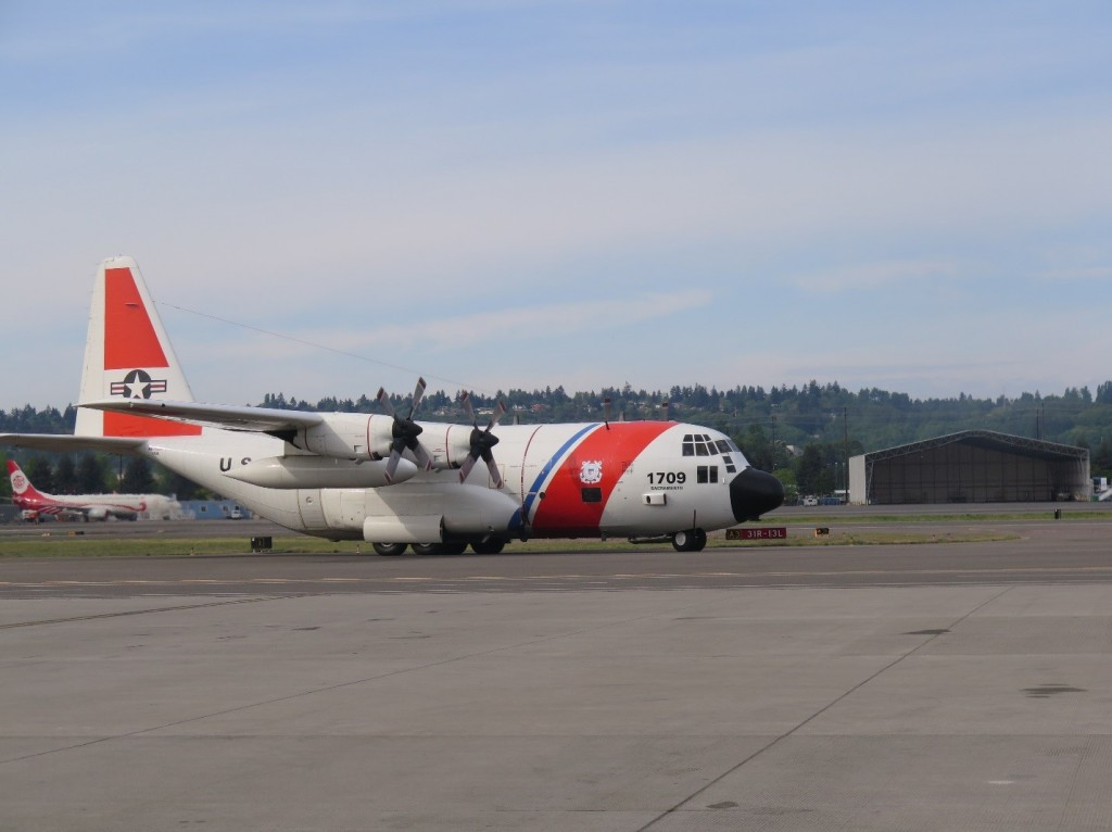 A U.S. Coast Guard C-130 Hercules, used to transport both rescued sea turtles to San Diego.