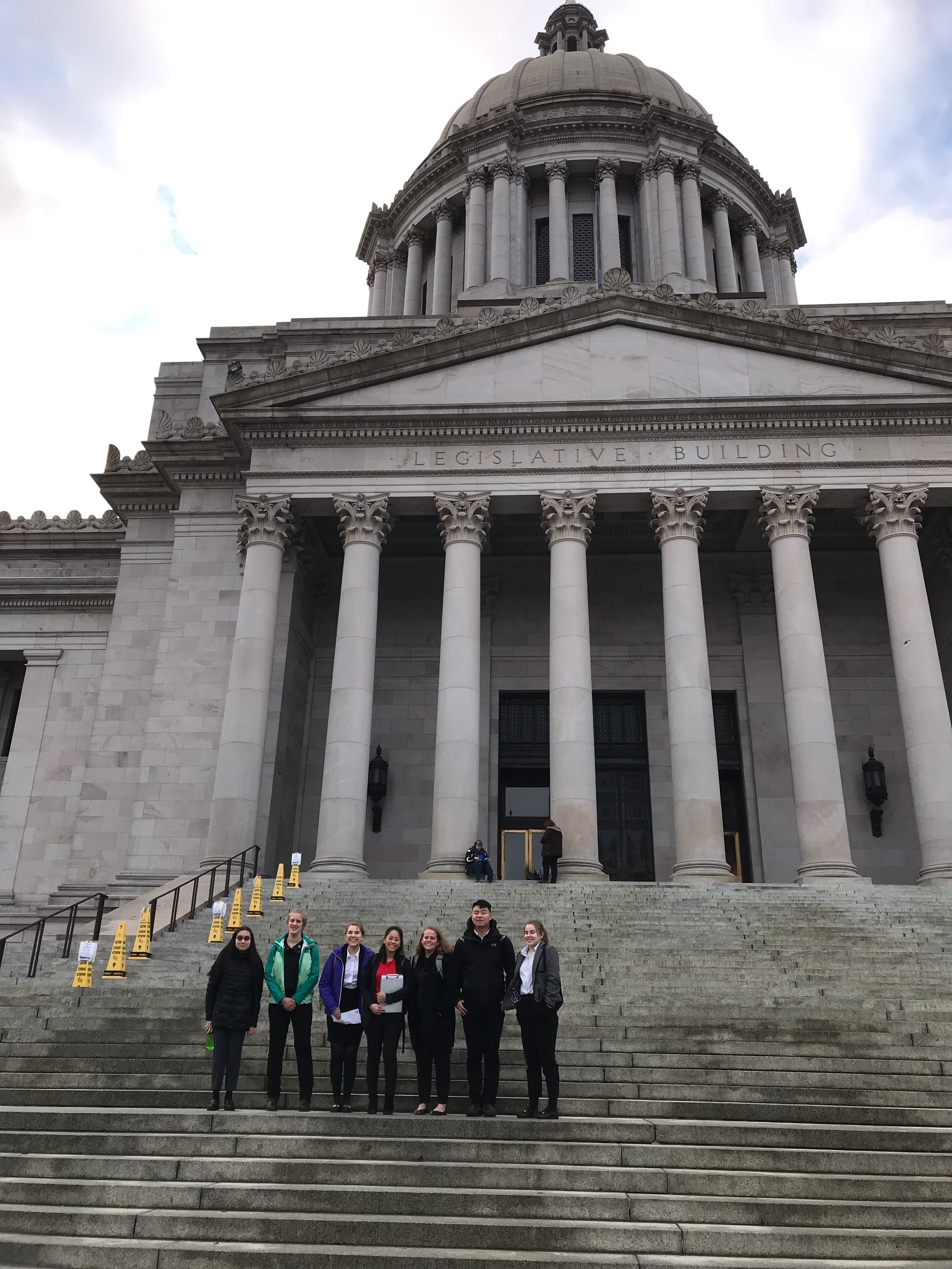 Seven youth volunteers from the Seattle Aquarium's Youth Ocean Advocates program joined high school volunteers from the Woodland Park Zoo and Point Defiance Zoo and Aquarium to talk with legislators about taking action to reduce plastic pollution.